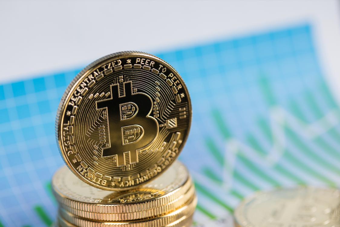 Podle paternu na grafu se výrazný pohyb Bitcoinu blíží